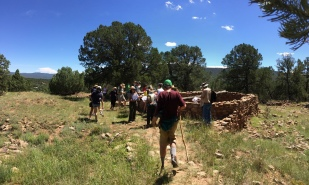 Arrowhead Pueblo hike - Park Ranger Susan describes the pueblo site